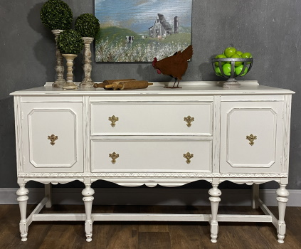 Farmhouse sideboard chalk painted