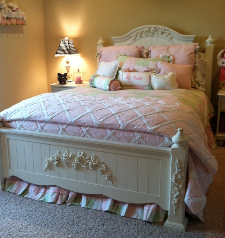Shabby Chic cottage bed with rose appliques