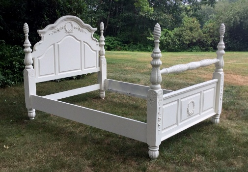 Queen size shabby chic bed