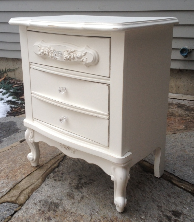 white shabby chic night stand with rose appliques. Black Bedroom Furniture Sets. Home Design Ideas