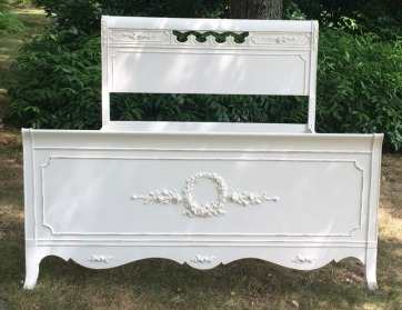 Full size white shabby chic painted bed